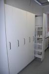 Väljatõmmatavate riiulitega kemikaalide hoiukapid