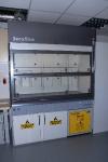Waldner GmbH energiasäästlik tõmbekapp koos ventileeritavate kemikaalide hoiukapiga